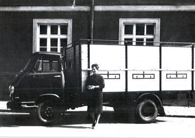 Gertrud Gruber mit Viehtransporter